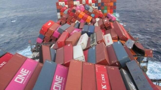 Incidente su una nave di Maersk: persi nell'Atlantico container di Msc