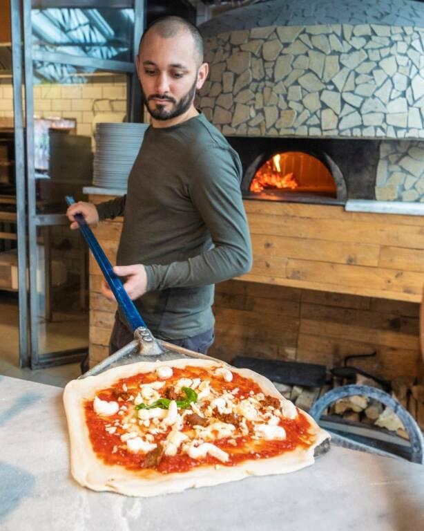 La pizza è meglio della camorra, Ciro apre il suo locale a Brescia