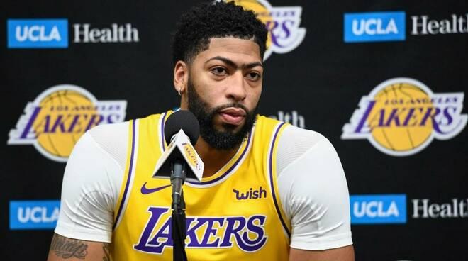 Lakers, Anthony Davis: problema al polpaccio, salta la sfida con Minnesota