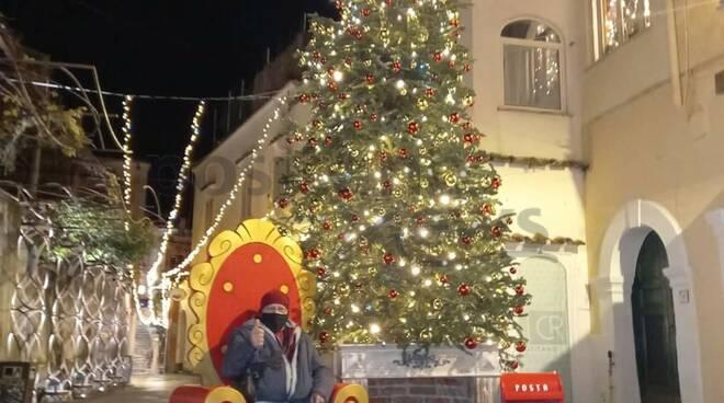 Positano, questa sera prove di accensione dell'Albero di Natale
