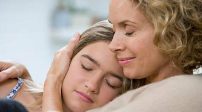 abbraccio mamma figlia