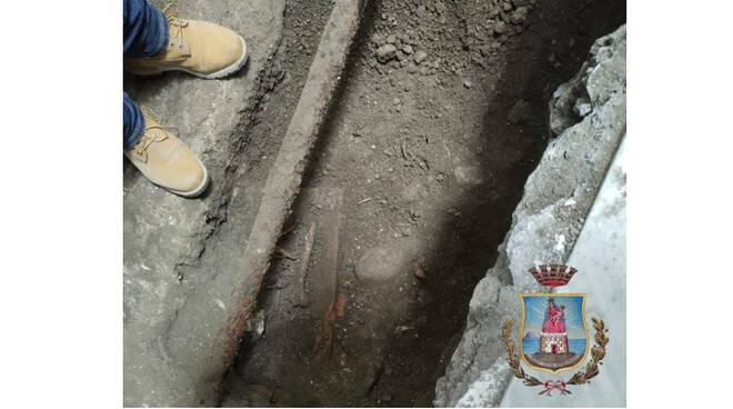 Castellammare di Stabia, durante i lavori a Palazzo Farnese rinvenute antiche tombe