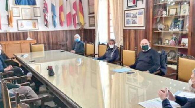 Cava de' Tirreni, sindaco e dipendenti: guerra al Comune