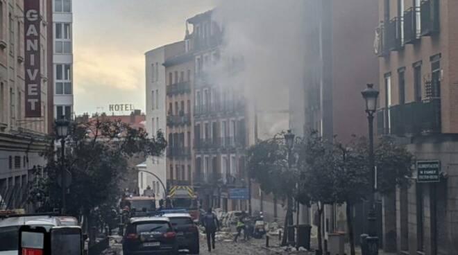 Forte esplosione a Madrid: distrutto un edificio