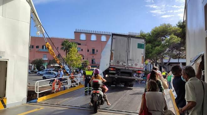 Foto Maurizio Vitiello - Dal traghetto veloce al Porto di Procida, settembre 2020