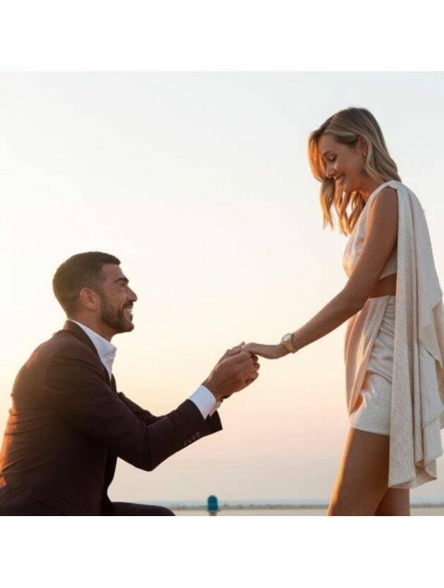 Graziano Pellè chiede la mano alla fidanzata: proposta da sogno a Dubai per Viky Varga