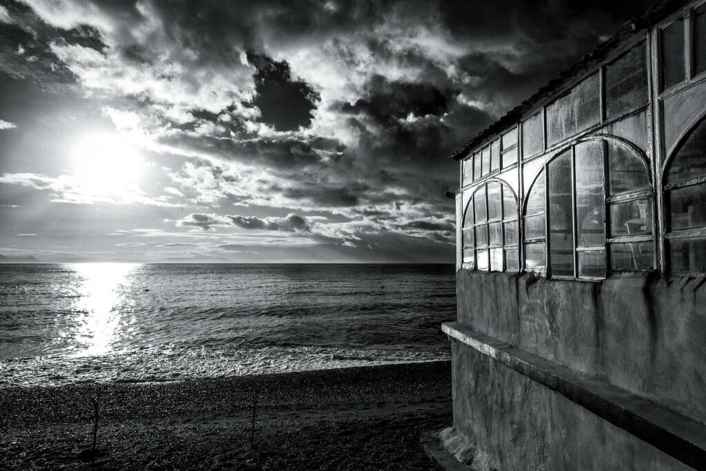 Il fotografo Armando Montella mostra la bellezza e l'abbandono di Erchie