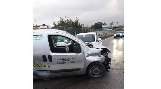 Incidente stradale sulla rampa di salita verso Castellammare di Stabia