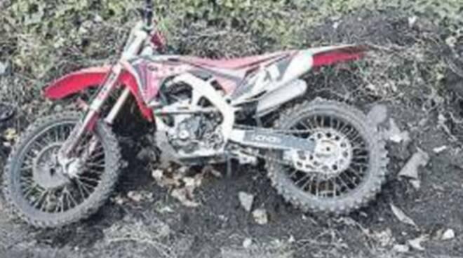 Motocross selvaggio sul Vesuvio: denunciato, la moto andrà distrutta