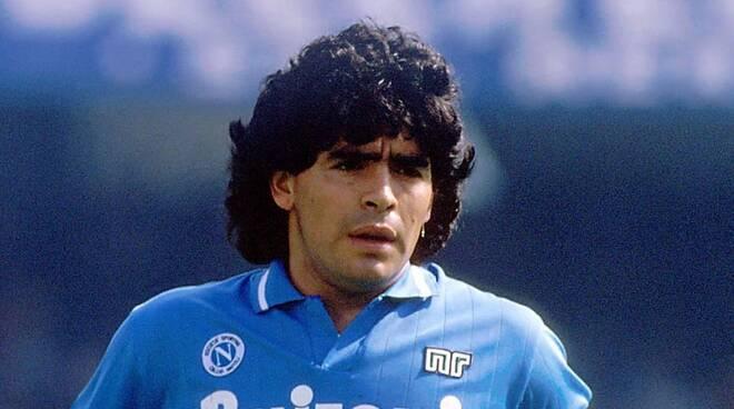 Napoli, al via la raccolta fondi per realizzare una statua di Maradona