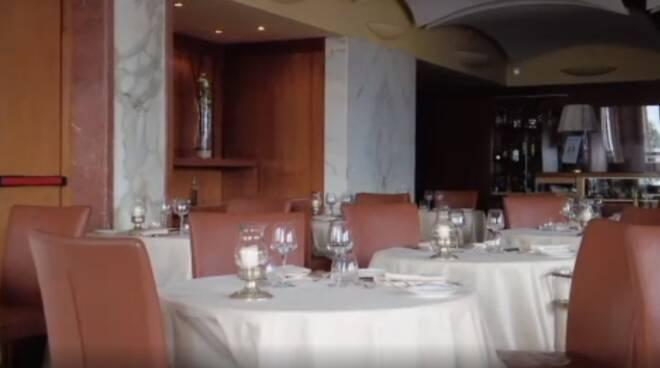 Napoli, cena per due, la camera è gratis: così l'Excelsior ha vinto sul Covid