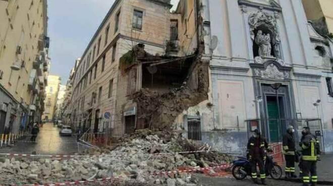 Napoli, crolla parzialmente la facciata della Chiesa del Rosariello