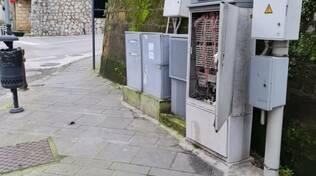 Piano di Sorrento, centralina Telecom all'incrocio di via Cavone aperta