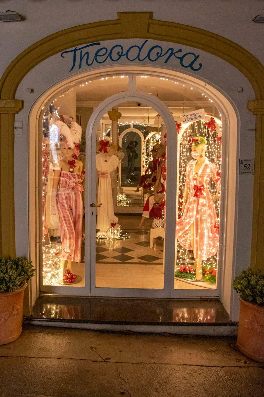Positano, il ringraziamento dell'amministrazione ai commercianti, operatori e cittadini che hanno illuminato le vetrine dei locali