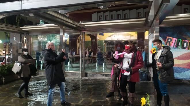 Sorrento, protesta a Piazza Tasso contro la didattica a distanza