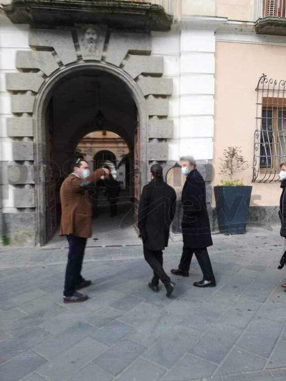 Aggiornamenti delle 11:27: E' arrivato l'assessore Felice Casucci.