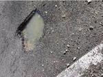 Atrani, perdita d'acqua nel tratto stradale della curva della Maddalena