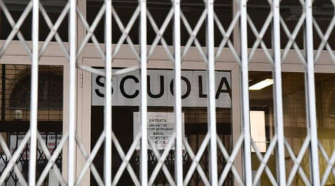 Campania, al vaglio la possibilità di chiusura delle scuole