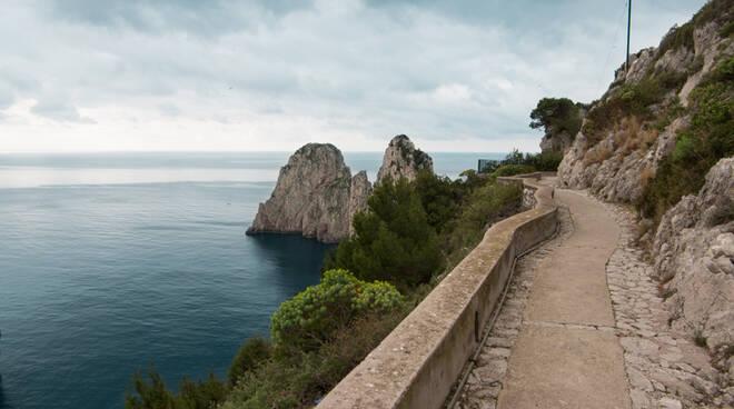 Capri, interdetta al transito Via Pizzolungo a causa di un evento franoso