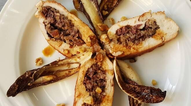Pollo al radicchio un piatto facile e gustoso