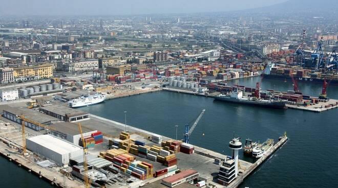 Caos autotrasportatori, entrare nel Porto di Napoli è diventato un\'impresa.