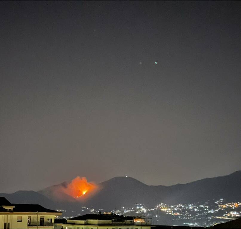 Cava de' Tirreni incendio a Sant'Anna