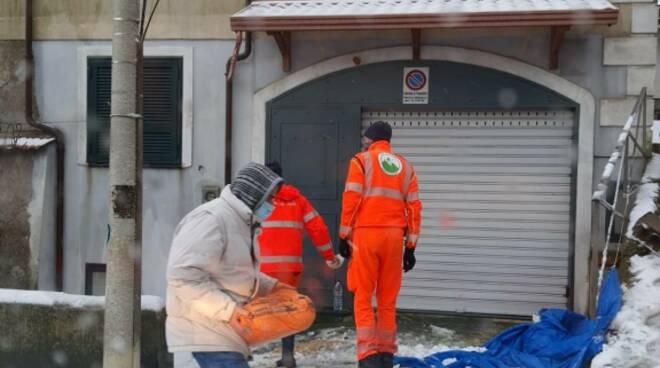 """Ghiaccio in Costiera Amalfitana: alla sede de """"I Colibrì"""" ritiro di sacche di sale"""