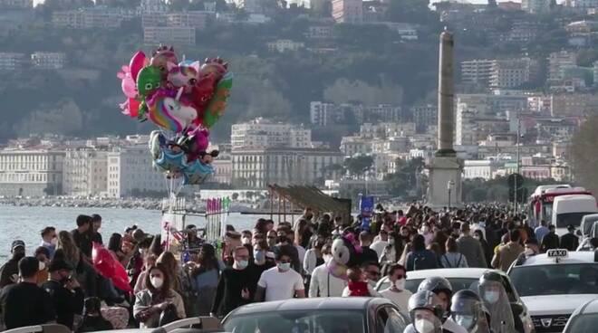 In Campania strade e lungomari affollati come se il Covid-19 non esistesse