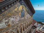 La magnificenza della facciata della Cattedrale di S. Andrea ad Amalfi dopo i lavori di restauro.