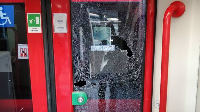 Napoli, atti vandalici sui treni della Circumvesuviana