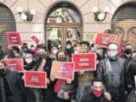 Napoli, spettacoli sospesi. La rivolta dei mille: «Siamo invisibili»