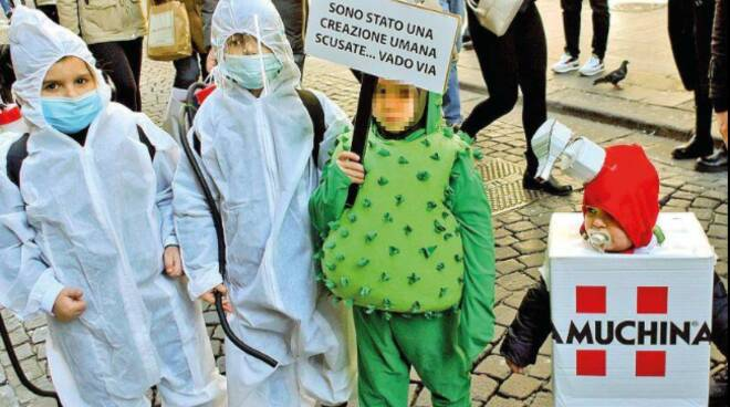 Per Carnevale bimbi vestiti da Covid: arrivano anche le prime multe