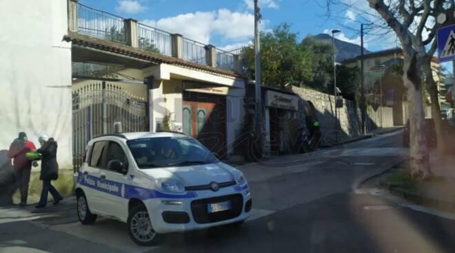 Piano di Sorrento, chiusa via Mortora dopo la caduta di un albero