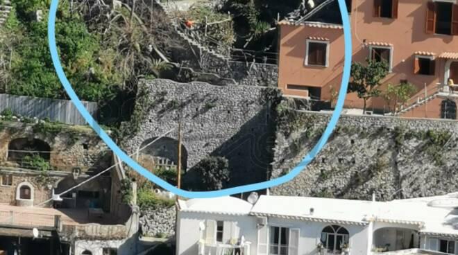Positano: crolla una macera su una casa a Liparlati. Si tratta di Villa Oasi