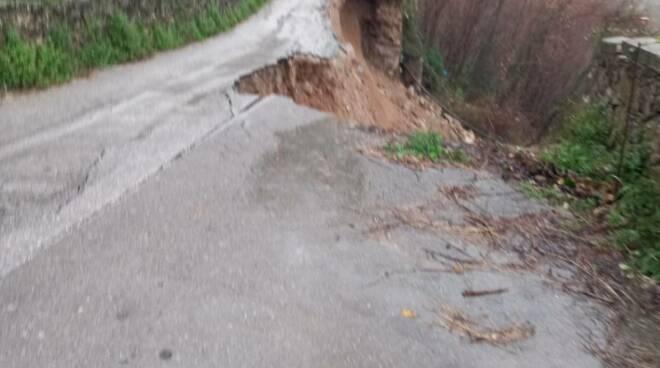 Ravello: è crollata la strada nella frazione di Casa Rossa