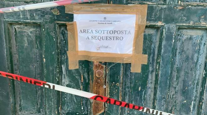Sorpresi a compiere lavori abusivi: sequestrato locale ad Amalfi