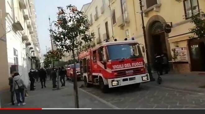 Sorrento, incendio in un appartamento sul Corso