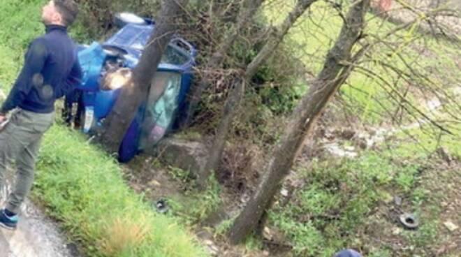 Tragedia a Casal Velino: auto finisce in un canale, muore bimbo di 4 anni