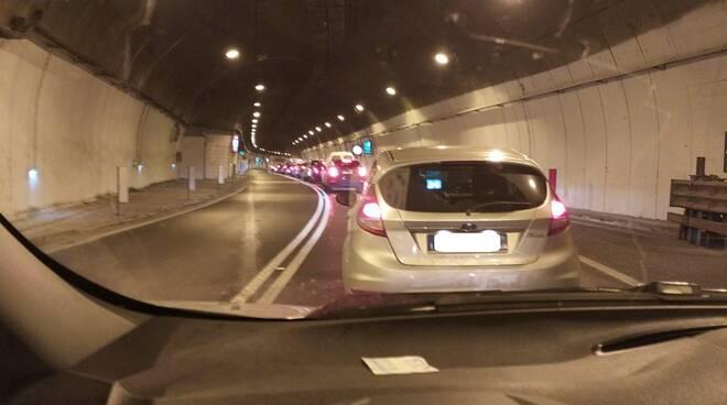 Vico Equense, completamente bloccato il traffico verso Sorrento in galleria