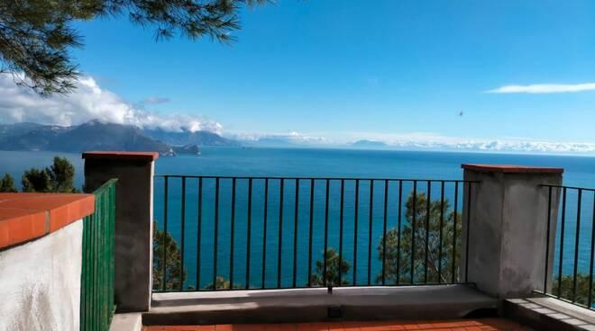 A Capri nasce il belvedere del silenzio: zona off limits per telefonini