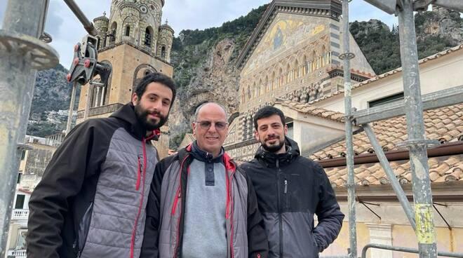 Amafi, papà Roberto De Nicola ed i figli Andrea e Tommaso costruiscono insieme case ed edifici