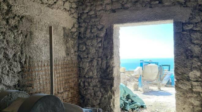 Amalfi, lavori abusivi in Villa di lusso: immobile sequestrato dai Carabinieri