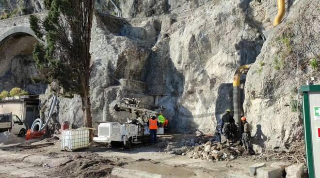 Amalfi, procedono i lavori di messa in sicurezza del costone franato a febbraio