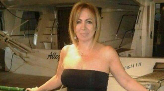 AstraZeneca, grave una donna vaccinata a Napoli. La dose da un lotto sequestrato