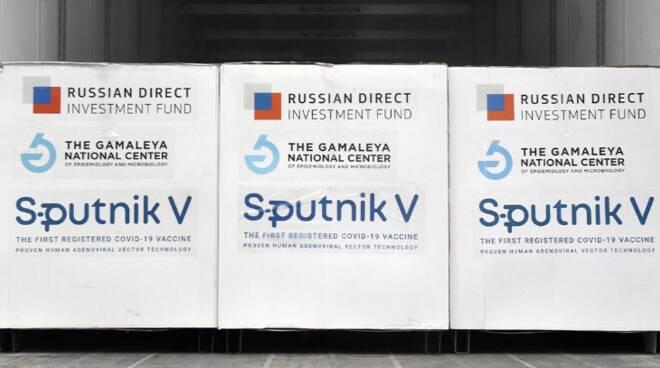 Campania: il vaccino russo Sputnik arriva a Napoli. De Luca chiude il contratto