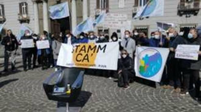 """Campania, la protesta di parrucchieri ed estetisti: """"Chiediamo di riaprire"""""""