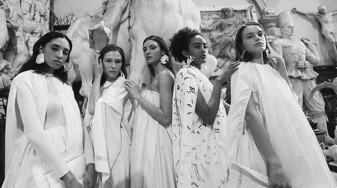 Capri. La giovane stilista Serena e il suo inno al bianco conquistano la moda
