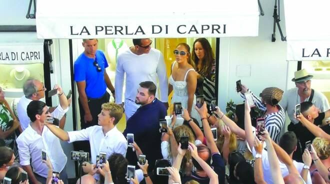 Capri, saltano le nozze di Jennifer Lopez: addio al party vista Faraglioni