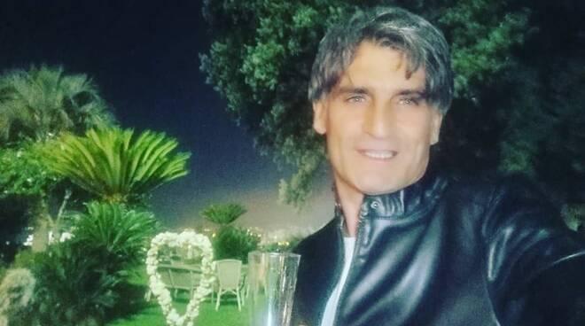 L\' ambasciatore del sorriso Angelo Iannelli omaggia le donne con i suoi versi