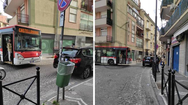 Castellammare di Stabia, in Viale Europa macchine parcheggiate in divieto di sosta ostacolano il traffico